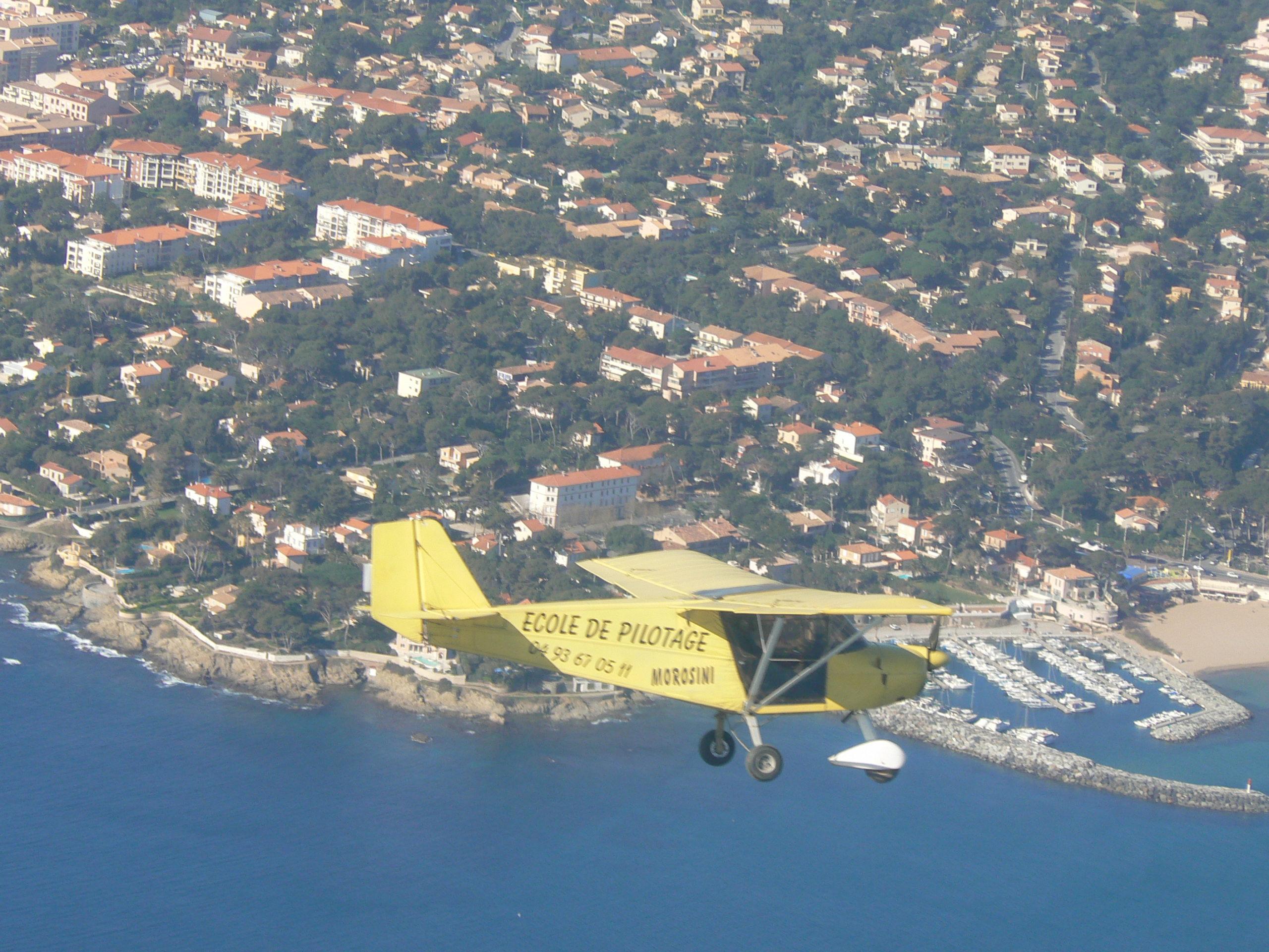 Skyranger 912 survole la mer